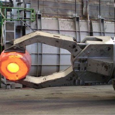 Manipolatore di carico con carrello elevatore